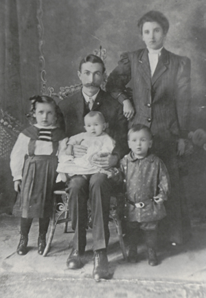 The Young family, 1909. L-R: Adah, Robert (holding Harold), Clara, and Ralph.
