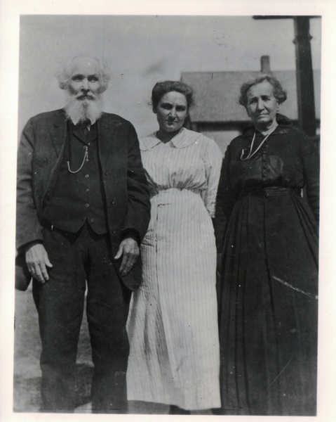 Isaac and Margaret (Morrison) McKitrick with their daughter Susie.